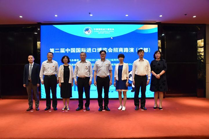 2nd CIIE Chengdu Roadshow Lures Buyers With Riveting Tech Life, Culinary Displays