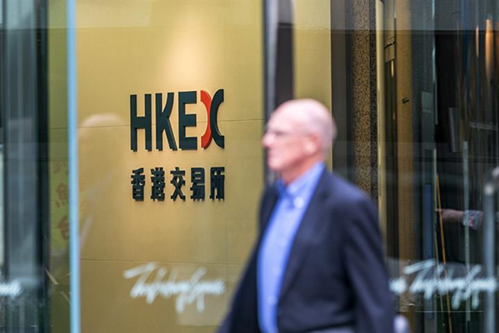 42 Chinese Firms Listed in US Can Also Float in Hong Kong, UBS Analyst Says