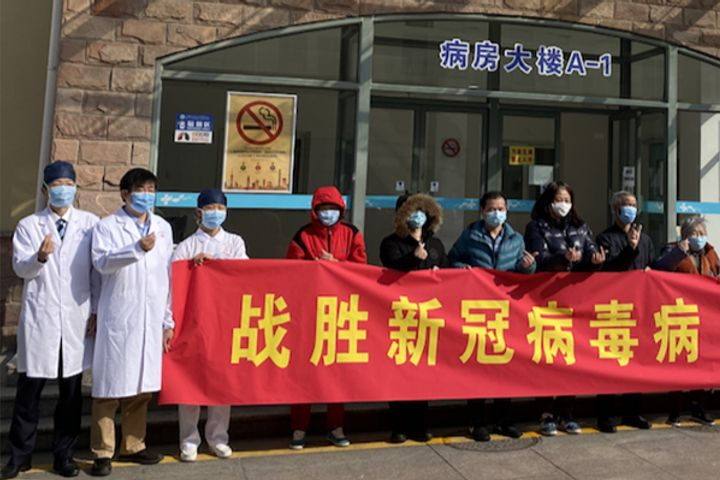 16 More Recovered Covid-19 Patients Leave Hospital in Shanghai