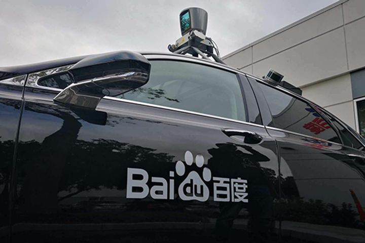 Baidu Plans to Run Commercial Self-Driving Pilots This Year, Robin Li Says