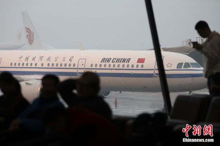 Beijing International Airport Welcomes Snow, Cancels Some Flights