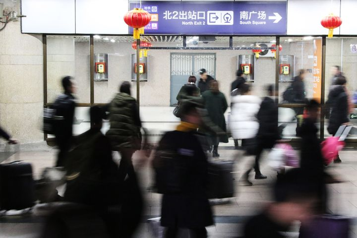 Beijingers Work Longer Office Hours Than a Decade Ago, NBS Survey Finds