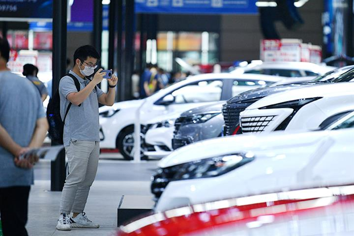 China's Auto Sales Held to Rebound Last Month; Luxury Cars Hit New High