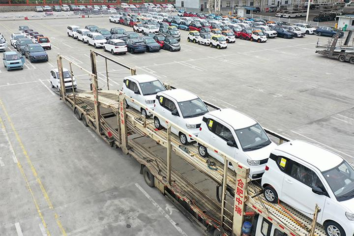 China's Car Sales Drop for Third Straight Month in August Due to Chip Shortage; NEV Sales Gain