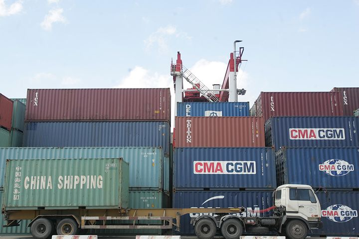 China Cuts Import Duties 5% and 2%
