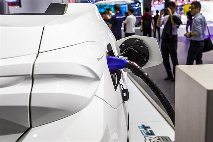 China's Electric Vehicle Sales to Soar Over 50% This Year, Canalys Says