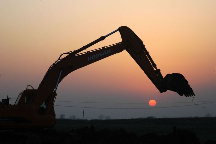 China's Excavator Sales Are on Track for Record High This Year