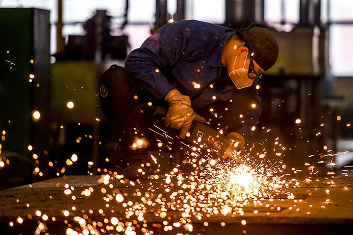 China's Factory, Service Sector Activity Fell in April But Remain in Positive Territory