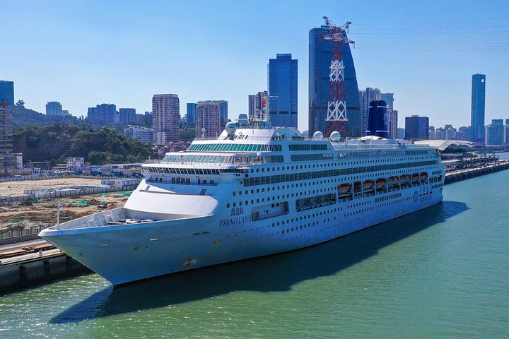 China's First Self-Run Luxury Cruise Ship Sets Sail on Maiden Voyage