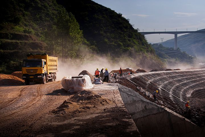 China's Fixed-Asset Investment in Roads, Waterways, Transport Climbed in Three Quarters