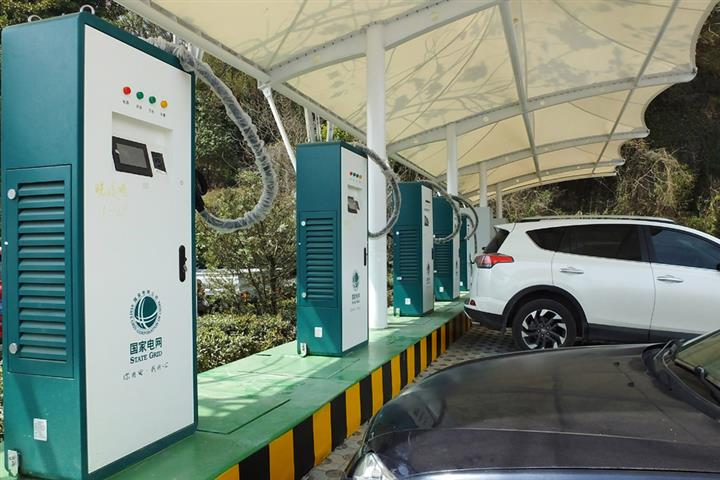 China's Grid Giants up Investments in Charging Piles for NEVs