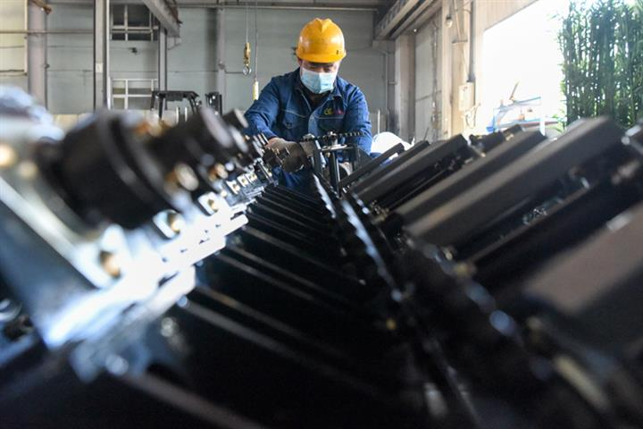 China's Industrial Output Rose 6.9% in October, Matching Previous Month's Growth