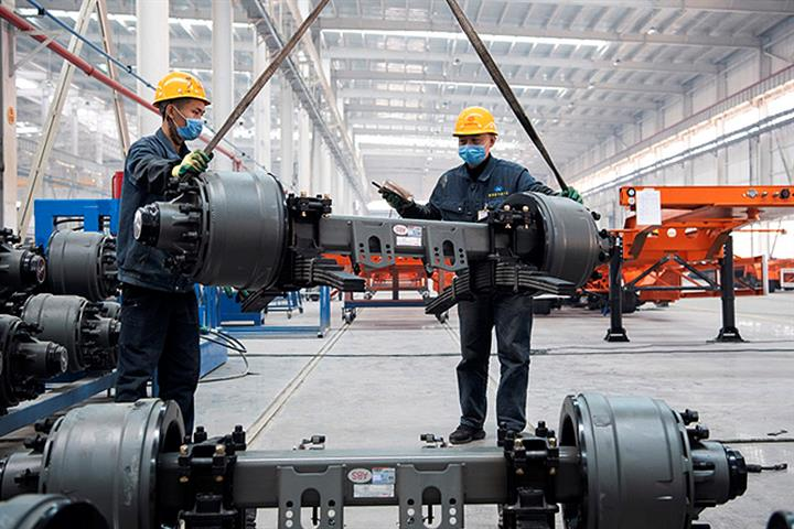 China's Manufacturing PMI Ticks Up This Month