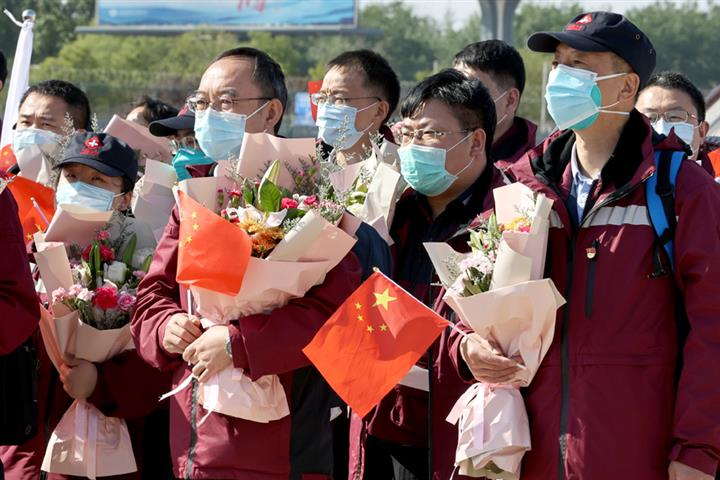 China's Medics Could Be Vaccinated Against Covid-19 by Year-End, CDC Chief Says