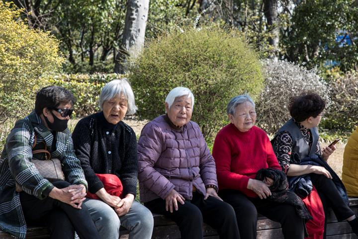China Mulls Delaying Retirement as People Live Longer, Working-Age Population Shrinks