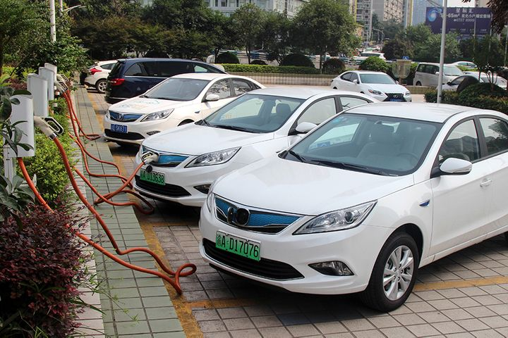 Chinese Electric Carmakers Drop After NEV Sales Slump Enters Fourth Month