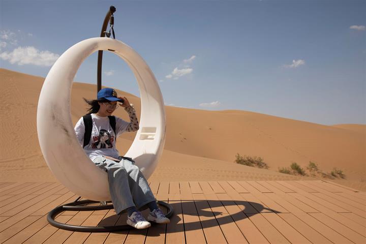 China's Ningxia Opens Desert Star Hotel