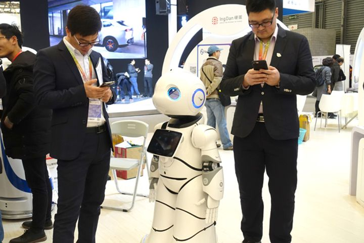 China's Robot Sector Lacks Core Breakthroughs, Minister Says