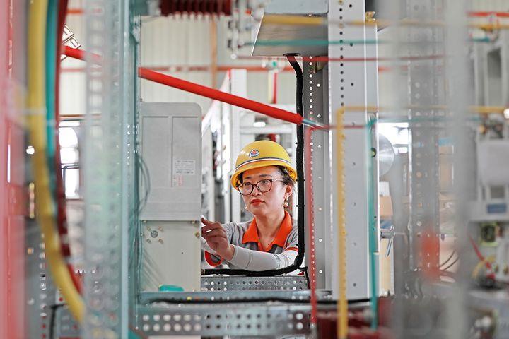 China's Service Trade Falls, Deficit Narrows in Q1