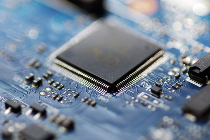 China Should Boost R&D Spending on Electronic Devices, Software and Chips, Think Tank Says