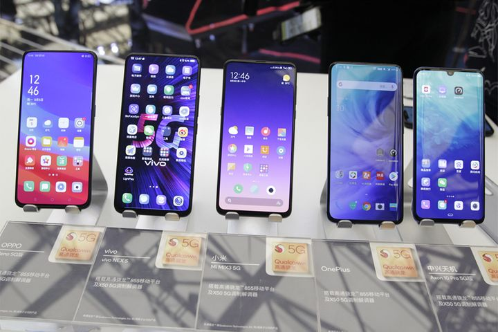 China's Smartphone Shipments Fell 7.5% in July, Tech Institute Says