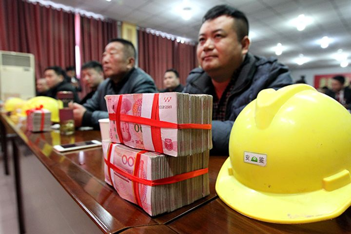 China's State-Owned Giants Deleverage, Pay Overdue Wages to Migrant Workers