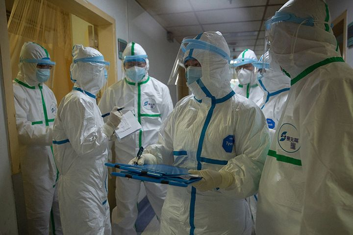 China Steps Up Care for Medics as Over 1,700 Have Virus, Official Says