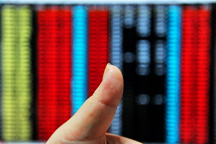 China's Stocks, Yuan Rise Together for First Time