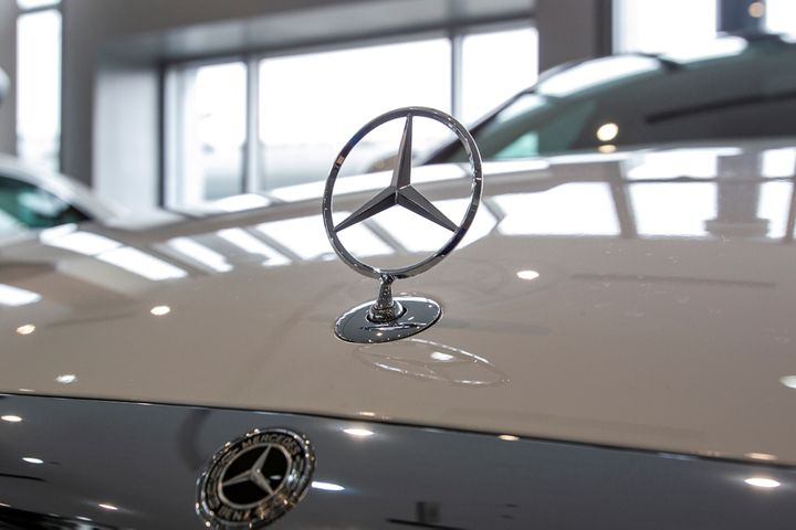 China Suspends Imports of Mercedes Models for Non-Compliant Parts