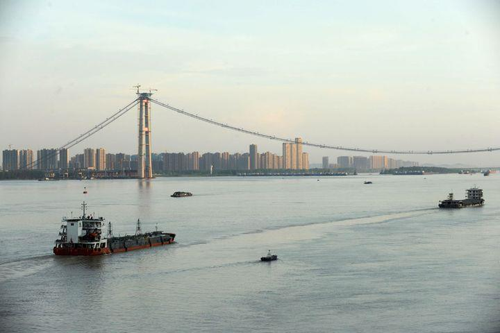 China to Build More River-Crossing Passages along Yangtze River