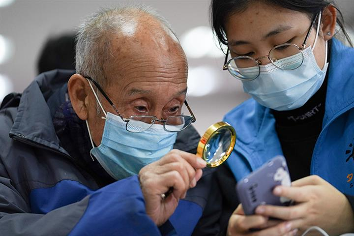 China Urges Widely Used Apps to Develop Elderly-Friendly Versions