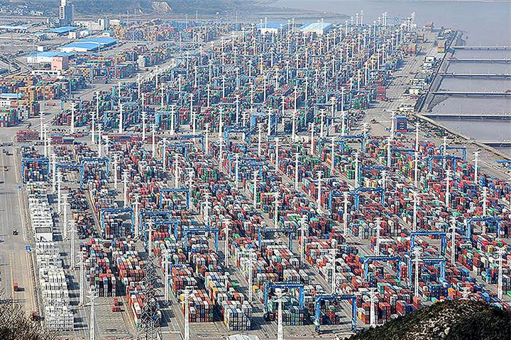 China-US Shipping Rates Dive 22% Amid Power Crunch