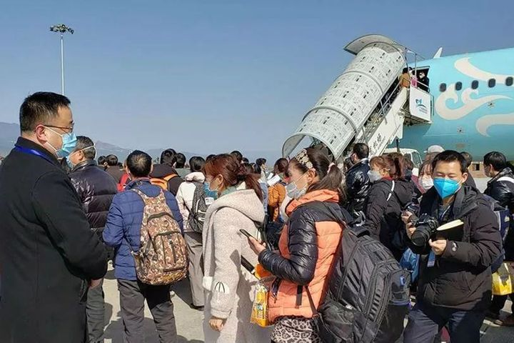 China's Virus-Hit Airlines Leap at Offers of Charters to Bring Staff Back to Work