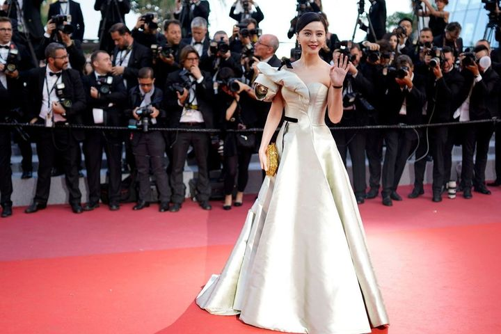 Chinese Film Star Fan Bingbing Apologizes After USD129 Million Tax Evasion Fine