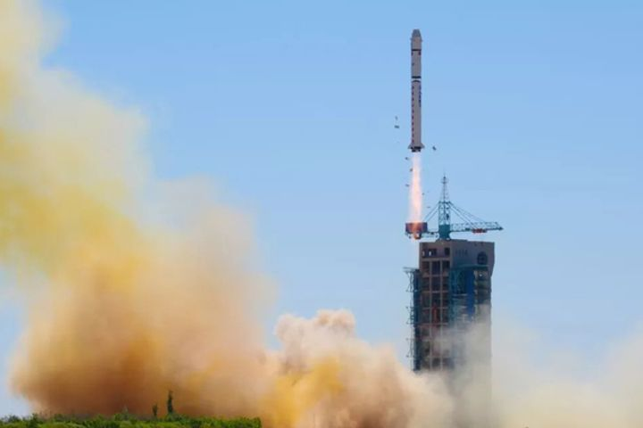 Chinese Magnate Launches Country's First Individually-Owned Satellite