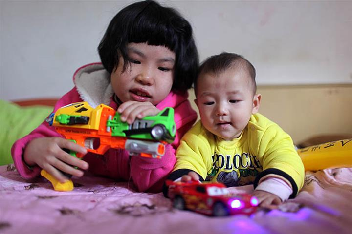 Chinese Need Economic Incentives to Have More Kids, Experts Say