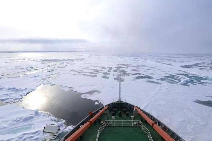 Chinese Scientific Research Ship Xuelong Completes First Test Run Through Arctic Northwest Passage