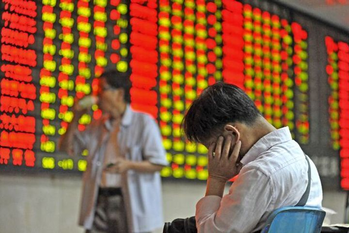 Chinese Stocks Plunge to Four-Year Low Amid Global Slide