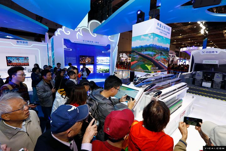 CIIE Signs Up 400,000 Visitors for Extended Country Exhibitions