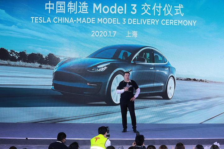 Dancing Musk Grabs World's Attention at Shanghai Model 3 Delivery Party