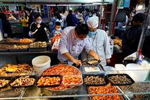 Dining, Small Goods Stocks Soar as Shanghai Opens Way to Return of Street Stalls