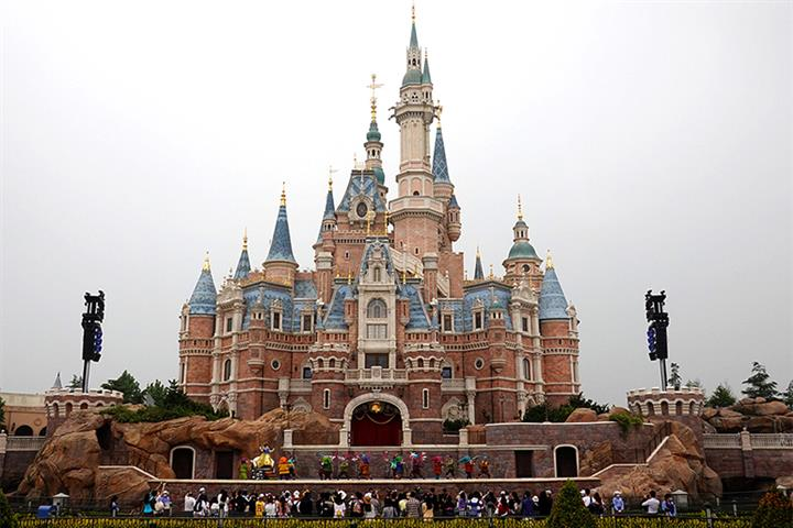 Shanghai Disneyland, City's Other Visitor Sites Shut Due to Typhoon In-Fa