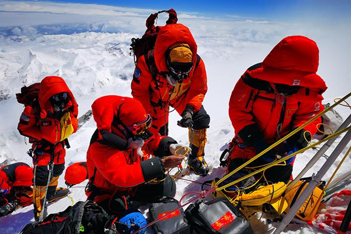 Everest Measuring Team Is Using China's Beidou Satnav