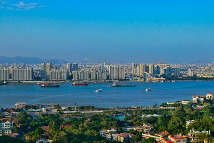 Guangdong Cuts GDP Growth Forecast After Missing 2018 Target