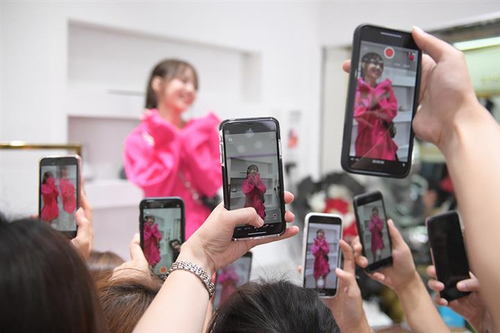 Guangzhou's Clothing Factories See Orders Spike After Switch to Livestreaming