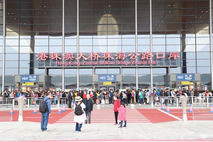 Huawei Brings 5G to Port Near Hong Kong-Zhuhai-Macao Bridge