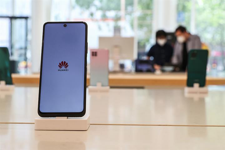 Huawei Opens First Flagship Store in Germany to Combat Market Share Slump in Europe