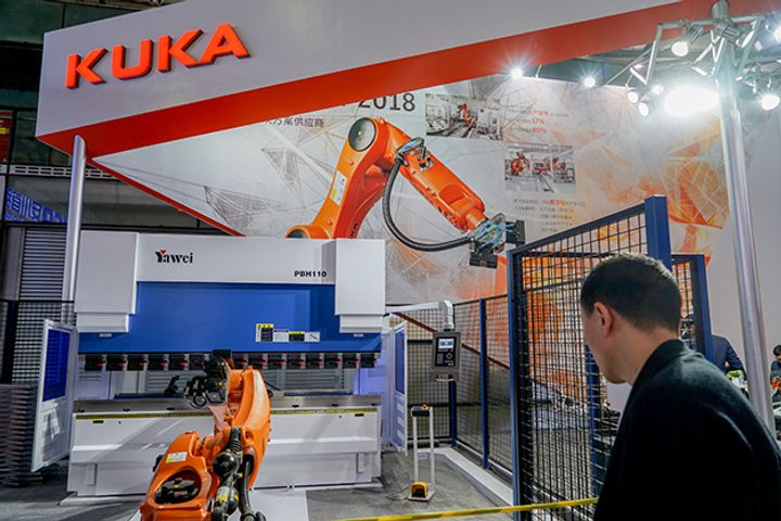 Kuka Aims to Grab Up to a Third of China's Robot Market by 2024, Local Head Says