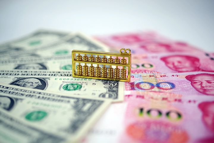 Limited Yuan Weakening to Help Fortify China's Economy, Chief Economists Say