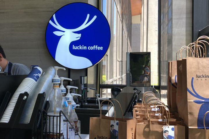 Luckin Coffee Aims to Outdo Starbucks 2:1 for China Store Openings